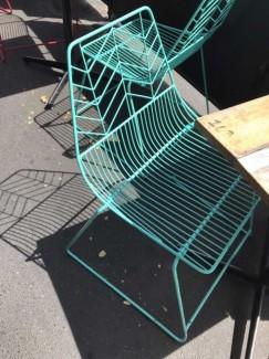 Ghế khung sắt màu xanh