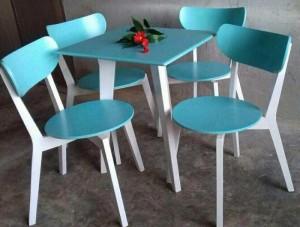 Bộ bàn ghế nhựa màu xanh dương