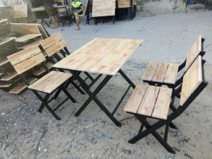 Bàn ghế gỗ xếp giá rẻ trên thị trường