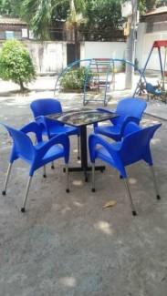 Bộ bàn ghế nhựa nữ hoàng màu xanh dương