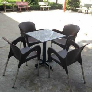 Bộ bàn ghế nhựa nữ hoàng màu nâu