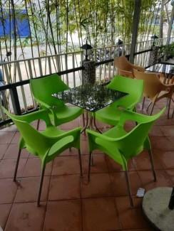 Bộ bàn ghế nhựa màu xanh kinh doanh cafe