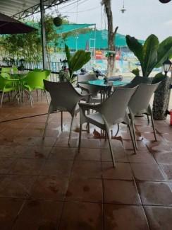 Bàn ghế nhựa chân inox giá rẻ cho kinh doanh cafe