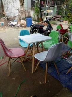Bộ bàn ghế nhựa chân gỗ, bàn nhựa