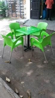 Bàn ghế nhựa nữ hoàng màu xanh lá