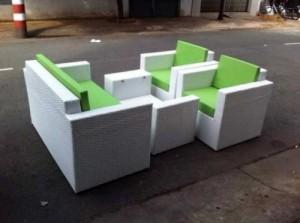 Sofa nhựa giả mây màu xanh lá cây