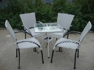 Bộ bàn ghế mây nhựa màu trắng