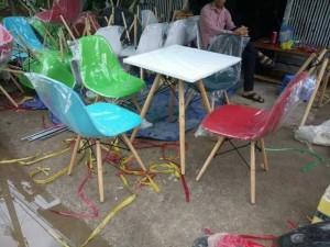 Lô ghế nhựa chân gỗ và bàn nhựa chân gỗ giá kho xã hàng