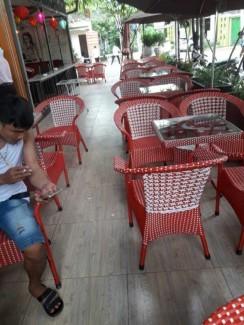 Ghế nhựa giả mây màu đỏ giá rẻ