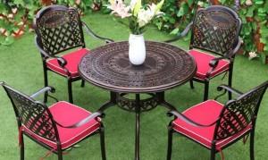 Bàn ghế gỗ cổ điển sân vườn