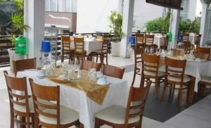 Bộ bàn ghế gỗ kinh doanh nhà hàng