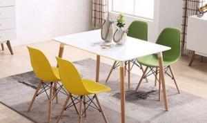 Bộ bàn ghế nhựa được sử dụng trong văn phòng