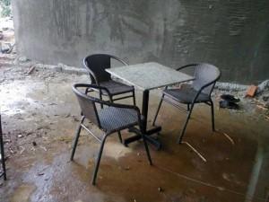 Bộ bàn ghế nhựa giả mây, bàn vuông mặt đá