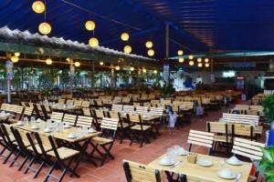 Chuyên cung cấp số lượng lớn bàn ghế gỗ xếp trong quán ăn