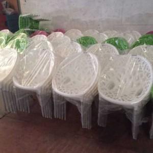 Lô ghế nhựa vừa mới sản xuất