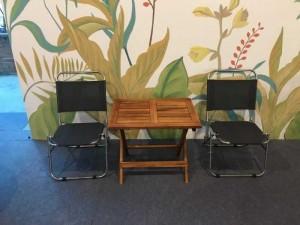 Bán bộ bàn gỗ và ghế lưới xếp