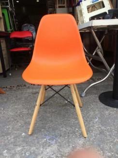 Ghế nhựa đúc màu cam