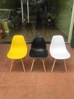 Bán ghế nhựa đúc gồm 3 màu:vàng,đen,trắng