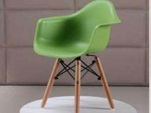 Bán ghế nhựa màu xanh lá cây