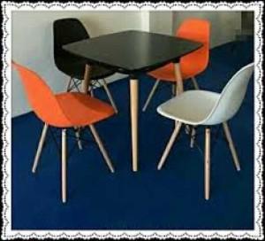 Bán bàn vuông và ghế nhựa nhìu màu