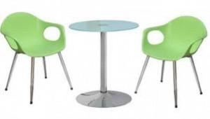 Bàn tròn mặt đá và ghế nhựa