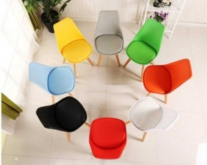 Cần bán gấp ghế nhựa nhìu màu