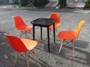 Bộ bàn ghế nhựa màu cam