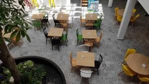 Bộ bàn ghế gỗ mới lạ cho kinh doanh quán ăn, nhà hàng