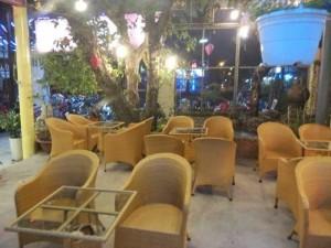 Ghế mây nhựa được dùng tronh kinh doanh quán cafe