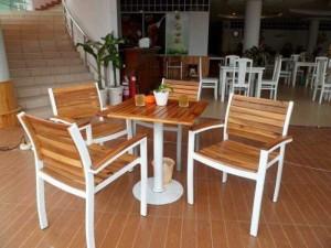 Bàn ghế gỗ viền sắt kinh doanh quán ăn cafe