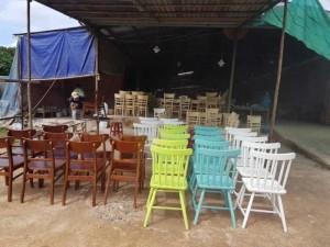 Lô ghế nhựa và ghế gỗ  mới sản xuất