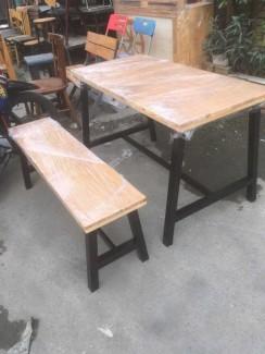 Bàn gỗ dài và ghế dài giá rẻ