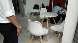 Ghế nhựa dùng tiếp khách hàng