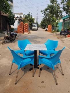 Bàn ghế nhựa đúc màu xanh dương vừa sản xuất