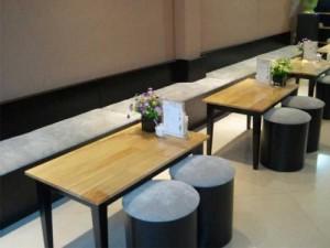 Bộ bàn dài gỗ và ghế lu tròn