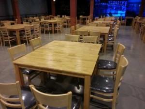 Bộ bàn dài gỗ và ghế bọc nệm