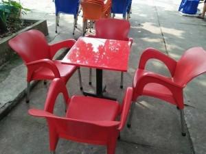 Cần thanh lý bộ ghế nhựa đúc nữ hoàng màu đỏ
