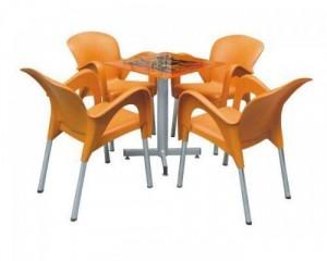 Nguyên bộ bàn ghế nhựa đúc màu cam được khách hàng yêu thích