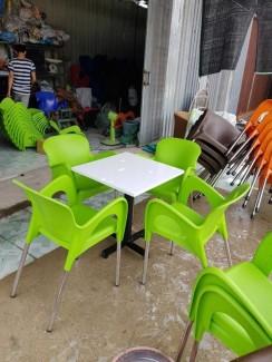 Bàn ghế nhựa nữ hoàng giá rẻ,được dùng nhìu trong kinh doanh cafe