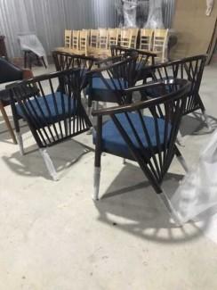 Bộ ghế nhựa có lót nệm màu xanh dương