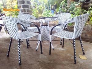 Bàn ghế cafe giá rẻ tại xưởng sản xuất HGH 00074