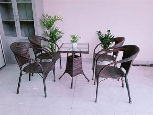 bàn ghế mây nhựa cafe giá rẻ tại xưởng sản xuất HGH 00049