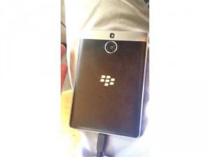 Blackberry pastport bạc còn nguyên hộp