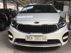 Bán Kia Rondo GAT 2.0AT màu trắng máy xăng số tự động sản xuất 2018 đi 2000km mới cứng
