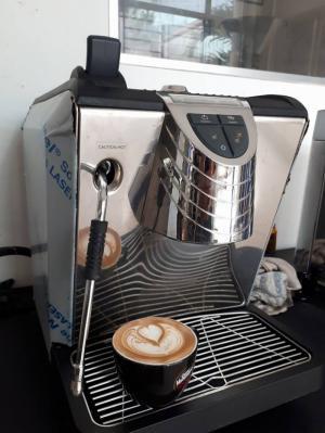 Máy pha cà phê Nuova Simonelli cũ Oscar II thanh lý.