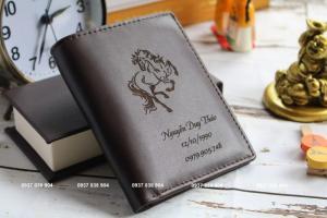 Bóp ví da bò nam khắc tên - quà tặng yêu thương ý nghĩa