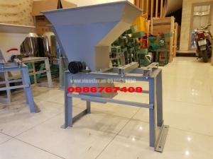 Máy xay tinh bột nghệ thường dùng trong sản xuất tinh bột nghệ