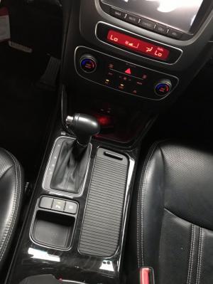 Bán Kia New Sorento GATH 2.4AT màu đen VIP máy xăng số tự động sản xuất 2015 biển Sài Gòn đi đúng 49000km