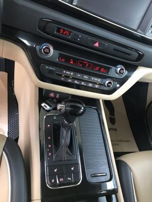 Bán Kia Sedona DATH 2.2Crdi máy dầu số tự động màu trắng camay sản xuất cuối 2016 bản full