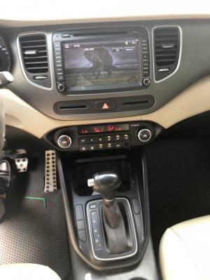 Bán Kia Rondo GAT 2.0AT máy xăng màu vàng cát số tự động sản xuất 2017 mẫu mới